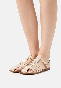 ASRA - SUKI - Sandaalit nilkkaremmillä - bone - 0