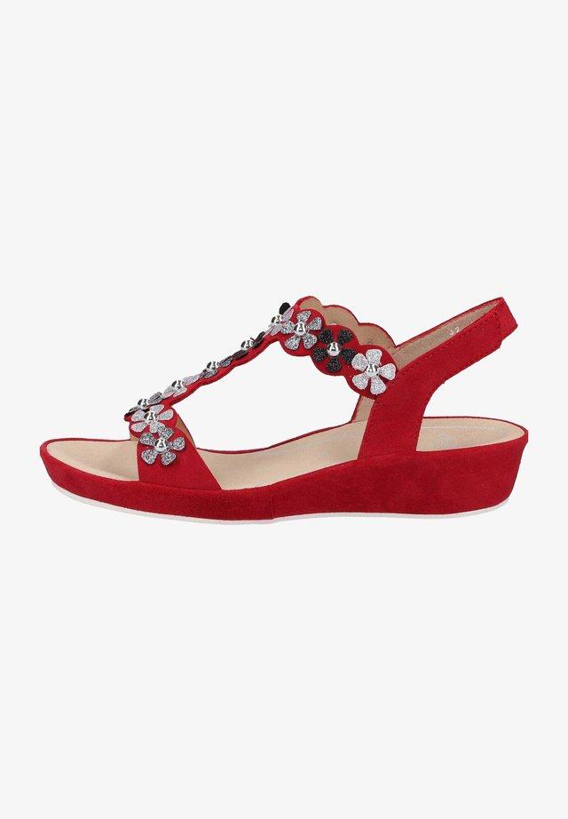 Sandały na koturnie - rot