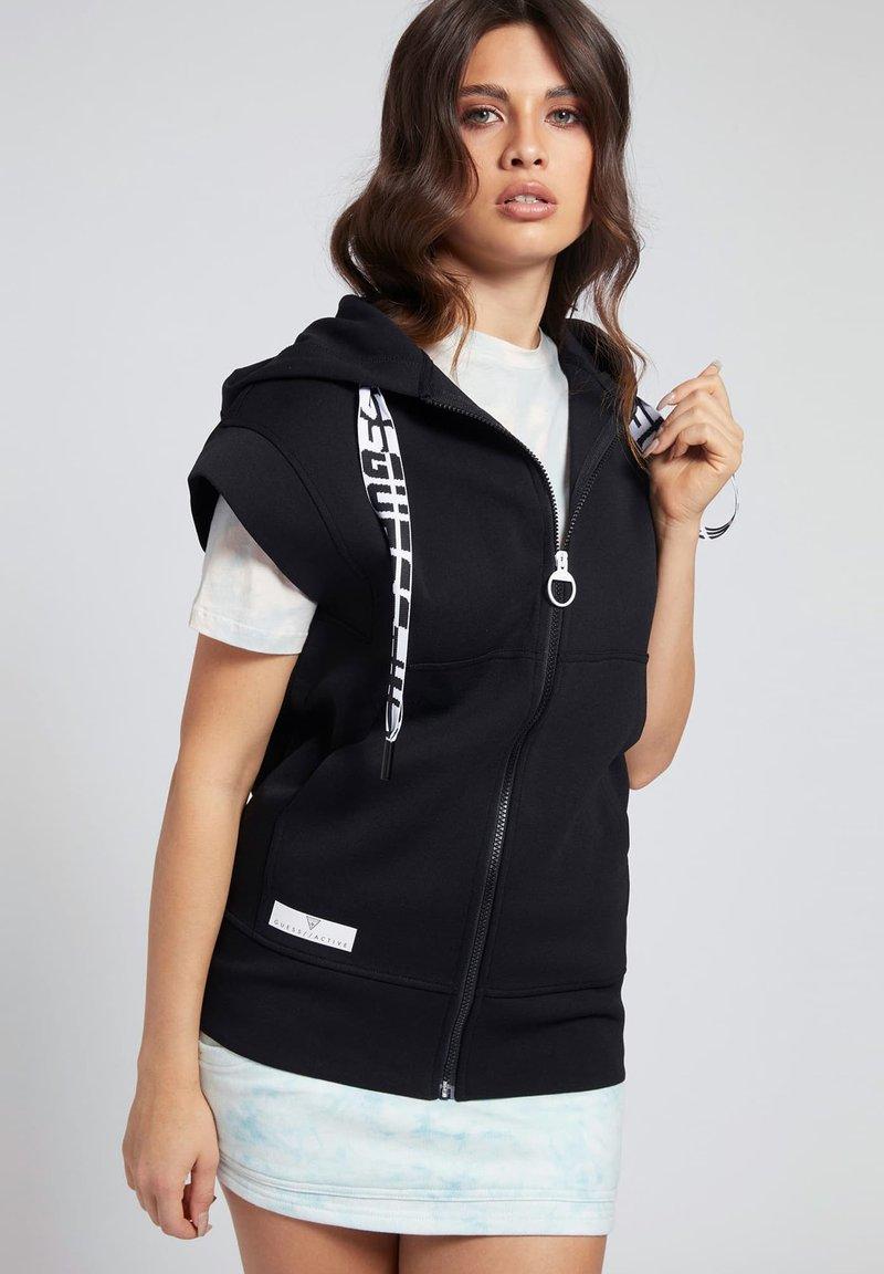 Guess - LOGO-TUNNELZUG - Zip-up sweatshirt - schwarz