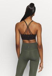 Nike Performance - LUXE BRA - Medium support sports bra - black - 2