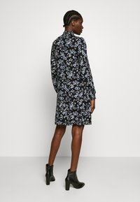 Wallis - FLORAL SHIRRED CUFF SWING DRESS - Sukienka letnia - black - 2