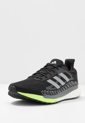 SOLAR GLIDE BOOST SHOES - Neutrala löparskor - core black/silver metallic/signal green