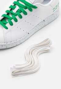 adidas Originals - STAN SMITH SPORTS INSPIRED SHOES - Trainers - footwear white/green
