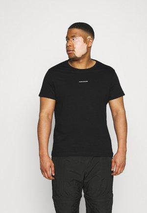 PLUS MICRO BRANDING - Print T-shirt - ck black