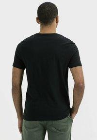 camel active - KURZARM  - Print T-shirt - asphalt - 2