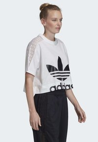 adidas Originals - LACE T-SHIRT - T-shirts med print - white - 2