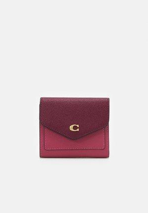 COLORBLOCK SMALL WALLET - Peněženka - rouge/multi
