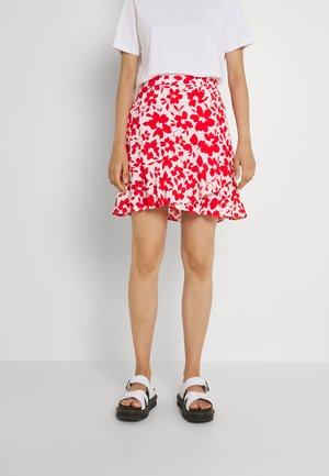 GISELLE RUFFLE SKIRT - Spódnica mini - ruby silhouette