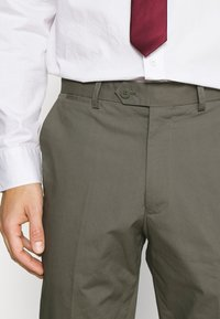 Jack & Jones PREMIUM - JPRLIGHT SID TROUSER - Kalhoty - sedona sage - 3