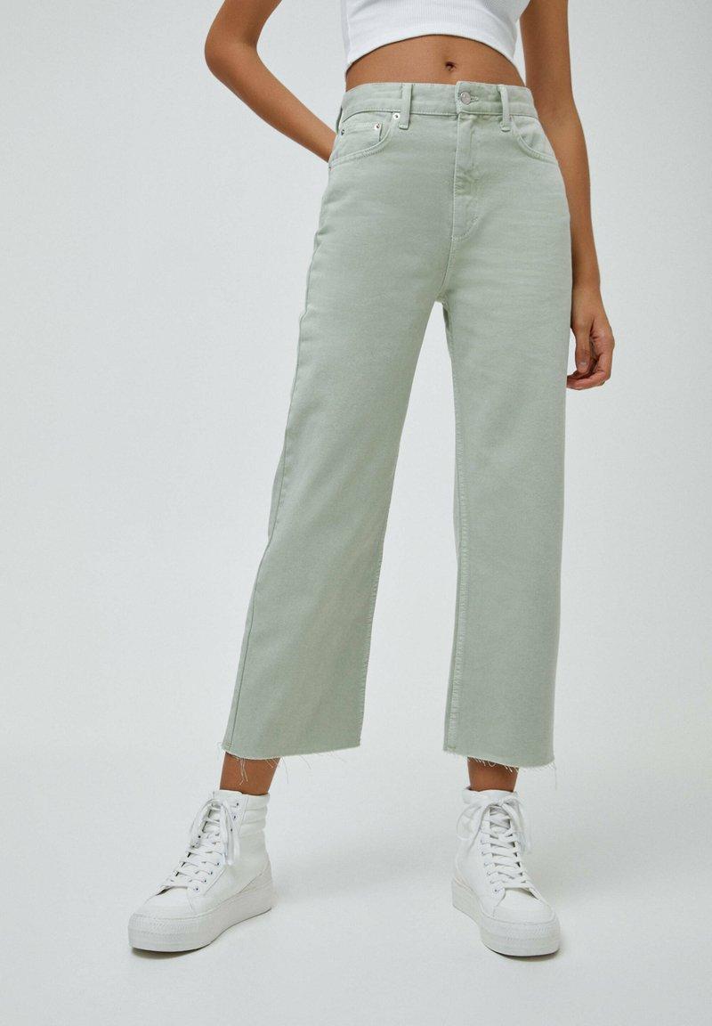 PULL&BEAR - CROPPED - Straight leg jeans - mottled light green