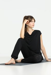 Curare Yogawear - Yoga - Gym suit - black - 1