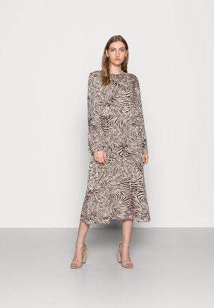 RAMI DRESS  - Freizeitkleid - choco