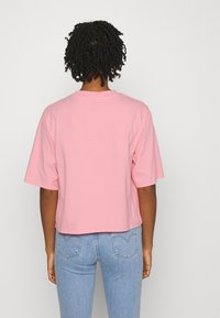 Levi's® - SHORT SLEEVE MOCKNECK - T-shirt con stampa - peony - 2