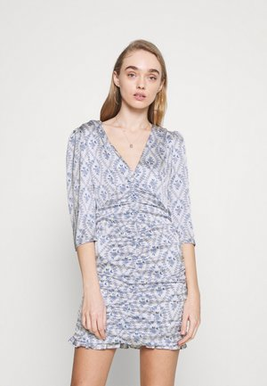 RUCHED MINI DRESSES WITH RUFFLE DETAILS AND PLUNGI - Cocktail dress / Party dress - white/blue