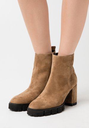 INDRA - Platform ankle boots - wood