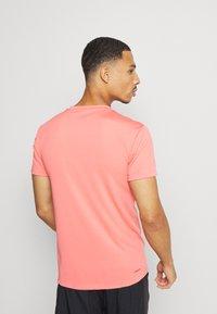 adidas Performance - AEROREADY TRAINING SLIM SHORT SLEEVE TEE - Print T-shirt - coralle - 3