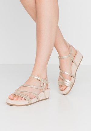 Sandały na platformie - champagne metallic