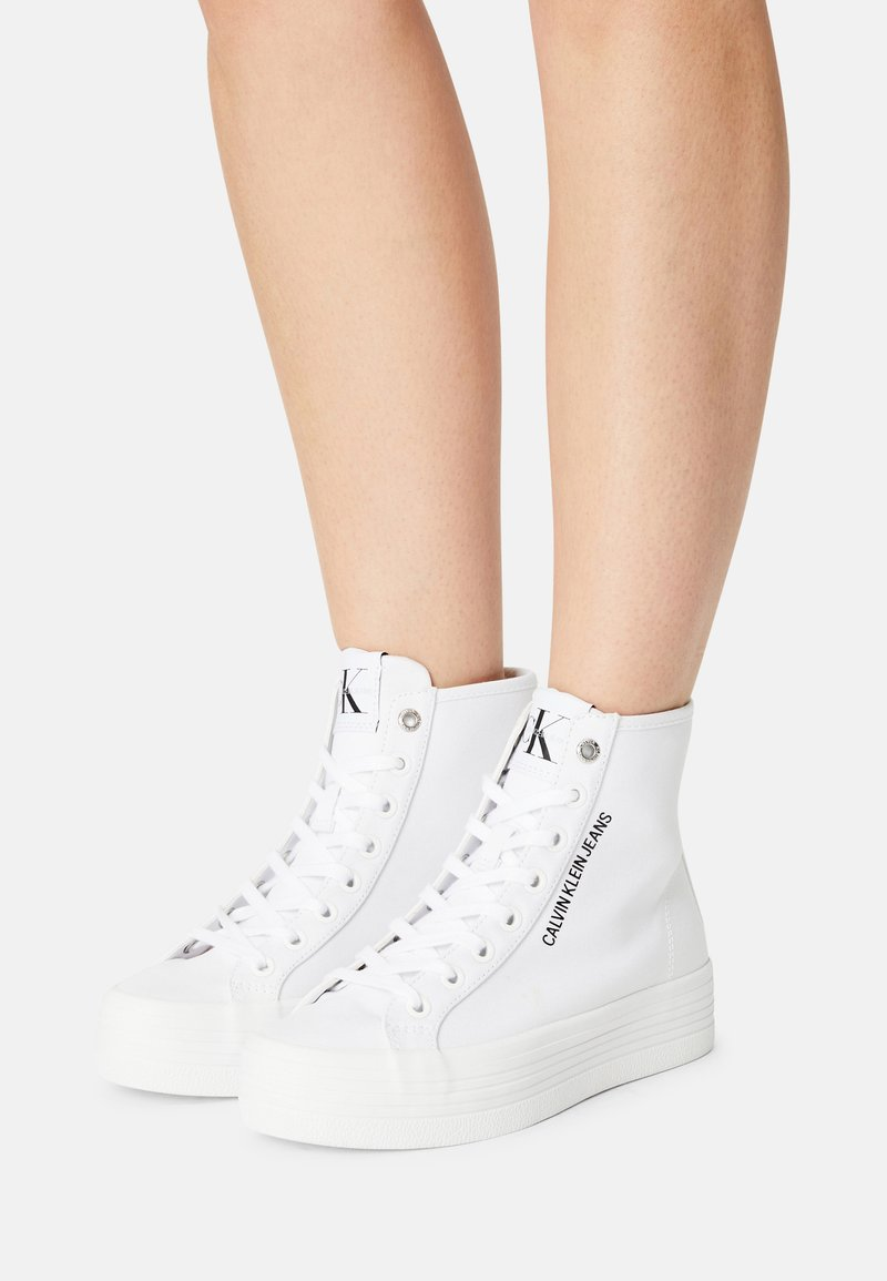 Calvin Klein Jeans - VULCANIZED FF HIGHLACEUP CO - Zapatillas altas - bright white