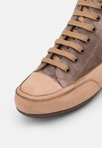 Candice Cooper - PLUS  - High-top trainers - cardiff legno/tamponato tortora - 6