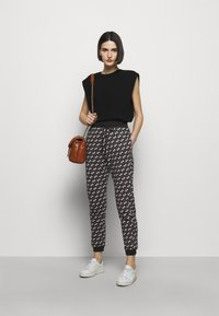 Pinko - ENOLOGIA - Tracksuit bottoms - black - 1