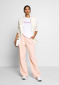 Calvin Klein - SLIM FIT METALLIC LOGO TEE - Print T-shirt - off-white - 1