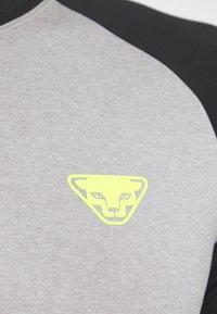 Dynafit - ALPINE PRO TEE - T-shirt print - black out - 5
