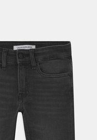 Calvin Klein Jeans - SLIM ESSENTIAL - Slim fit jeans - grey - 2