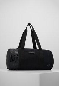 adidas by Stella McCartney - ROUND DUFFEL S - Treningsbag - black/black/white - 0