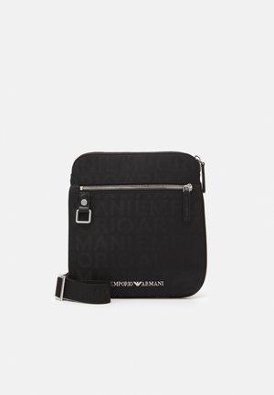 PIATTINA TRANSITIONAL ALLOVER SMALL FLAT MESSENGER BAG UNISEX - Across body bag - black
