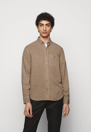 ZACHARY - Shirt - desert taupe