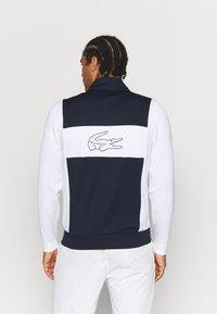 Lacoste Sport - TENNIS JACKET LOGO BACK - Verryttelytakki - navy blue/white - 2