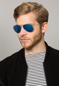 Ray-Ban - AVIATOR - Sunglasses - blau/goldfarben - 1