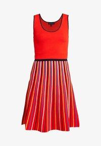 STRIPE - Strikket kjole - red