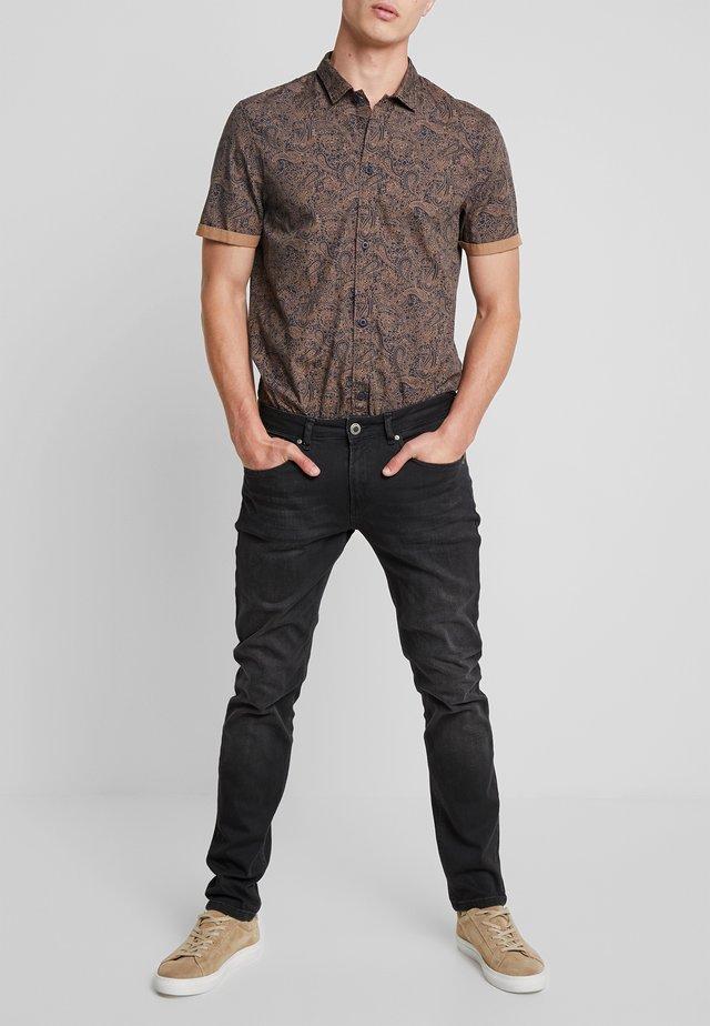 SHIELD - Slim fit -farkut - black