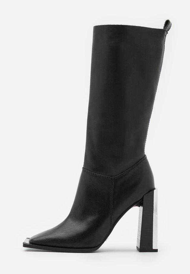 TANGO LEG HARDWARE BOOT - Kozaki na obcasie - black