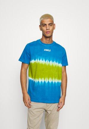 TIE DYE LOGO TEE UNISEX - Print T-shirt - blue