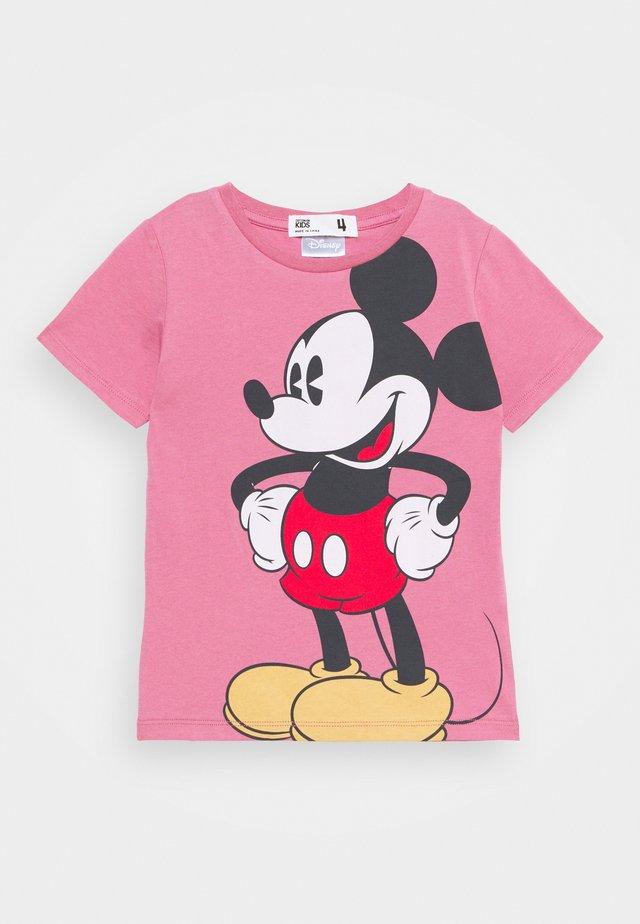 LICENSE SHORT SLEEVE TEE - T-shirt med print - very berry