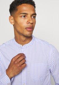 Scotch & Soda - LIGHTWEIGHT STRIPED SHIRT - Shirt - purple/white - 5