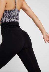 Curare Yogawear - LEGGINGS - Leggings - black - 5