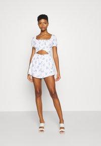 Hollister Co. - ROMPER - Jumpsuit - white floral - 0