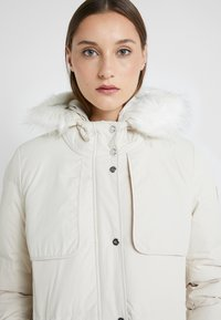 Lauren Ralph Lauren - HAND SHILD - Down coat - moda cream - 7