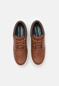 Skechers - LANSON ESCAPE - Volnočasové šněrovací boty - brown - 3