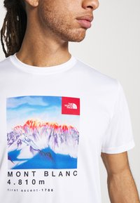 The North Face - ALPS FIRST ASCENT - Print T-shirt - white - 5