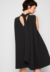 Victoria Victoria Beckham - SLEEVELESS MINI SHIFT DRESS - Sukienka koktajlowa - black - 5