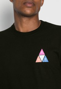 HUF - PRISM TEE - Print T-shirt - black - 4