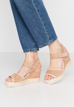Platform sandals - caramel