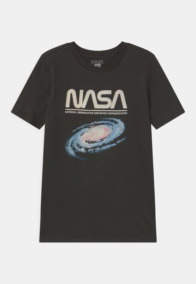 TEEN  - T-shirt z nadrukiem - phantom