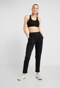 ONLY Play - ONPVENUS LOOSE PANTS - Pantalones deportivos - black - 1