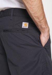 Carhartt WIP - PRESENTER DUNMORE - Shorts - dark navy rinsed - 4