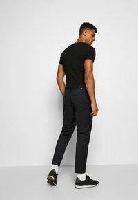 Wood Wood - TRISTAN TROUSERS - Pantalones - black - 2